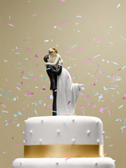 Confetti falling on wedding cake - CAIF02118