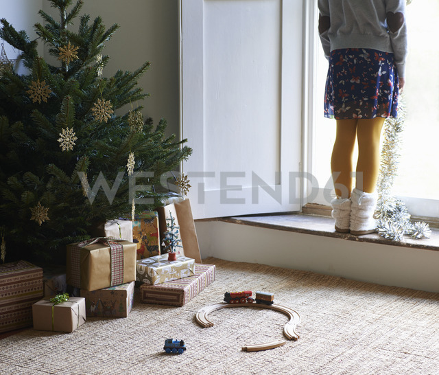 Girl with Christmas tree and gifts - CAIF02457