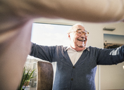 Happy senior man with outstretched arms - UUF12913