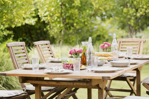 Set table in backyard - CAIF03371