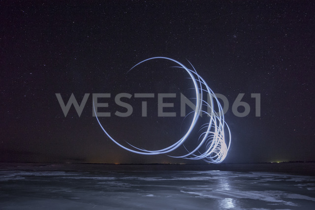 Lightpainting, circles at night - VPIF00383