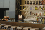 Luxury bar and barstools - HOXF00173