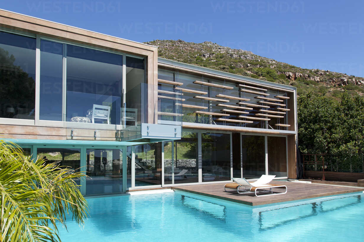 Modern house with swimming pool - CAIF04421 - Astro-O/Westend61