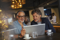 Men using laptop at restaurant - HOXF00530