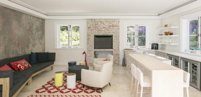 Home showcase open floor plan - HOXF00743