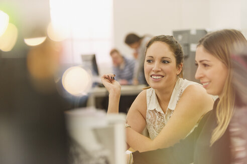 Smiling businesswomen working in office - HOXF00866