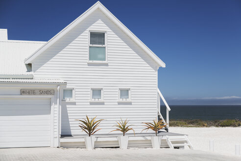 White beach house with sunny ocean view - HOXF00983