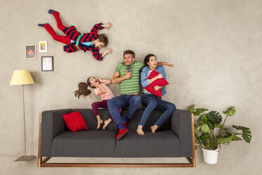 Family with two children watching TV together - BAEF01548