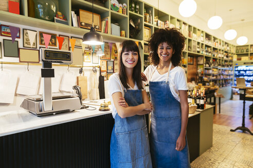 Portrait of two smiling women in a store - EBSF02213