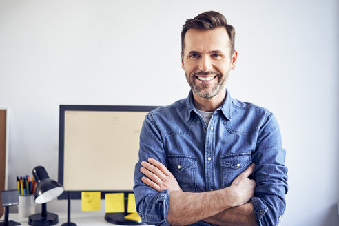 Portrait of smiling man in office - BSZF00276