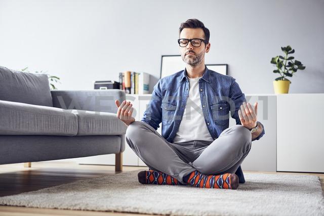 Relaxed man meditating at home - BSZF00303 - Bartek Szewczyk/Westend61