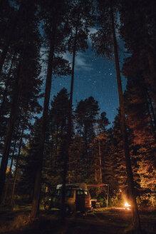 Canada, British Columbia, Kitwanga, Camping at night - GUSF00387