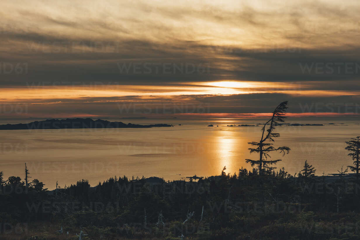 Canada, British Columbia, Kaien Island, Skeena-Queen Charlotte A, Mount Hays, Prince Rupert at sunset - GUSF00390 - Gustafsson/Westend61