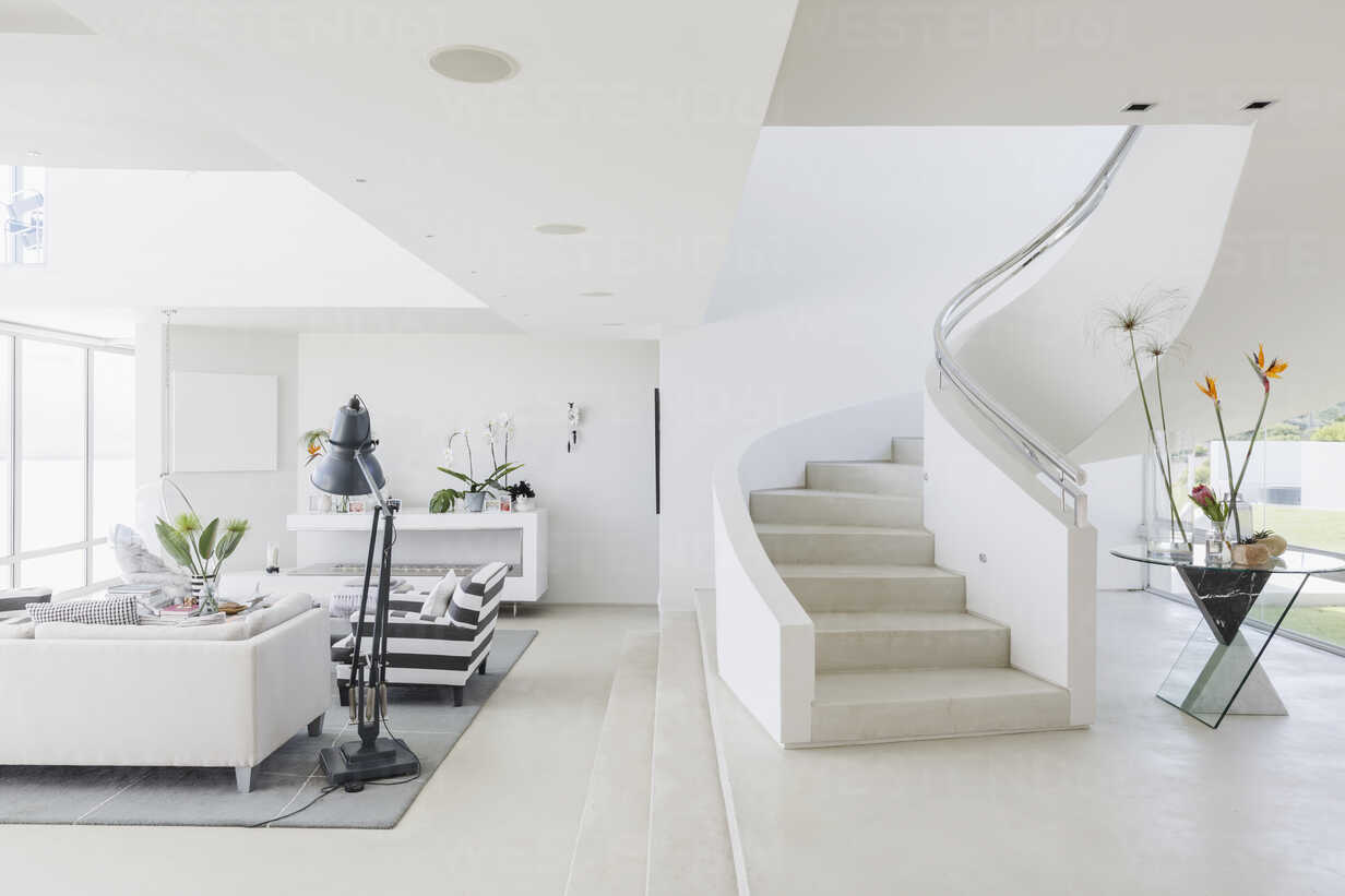 White modern luxury home showcase spiral staircase and living room - HOXF02140 - Martin Barraud/Westend61