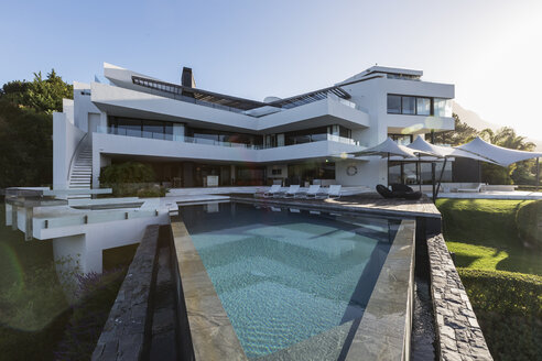 Modern luxury home showcase exterior with swimming pool - HOXF02374