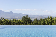 Tranquil luxury infinity pool with sunny mountain view - HOXF02383