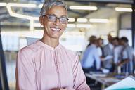 Portrait confident businesswoman - HOXF02974