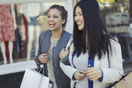 Smiling, happy young women with shopping bags - CAIF05301