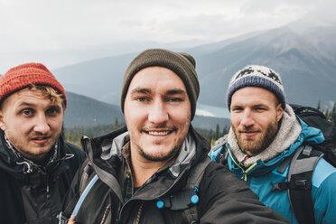 Canada, British Columbia, Yoho National Park, selfie of three smiling hikers at Mount Burgess - GUSF00462