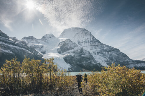 Canada, British Columbia, Mount Robson Provincial Park, two men hiking on Berg Lake Trail - GUSF00480