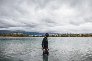Canada, British Columbia, man diving in Boya Lake - GUSF00504