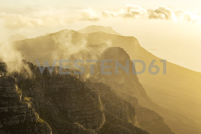 Africa, South Africa, Western Cape, Cape Town, Table Mountain in the morning - FPF00149