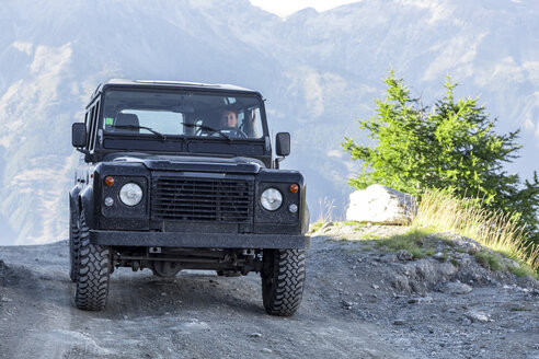 Italy, Piemont, West Alps, Landrover on Colle dell'Assietta - MMAF00308