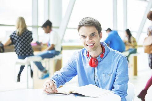 University student smiling in cafe - CAIF08222