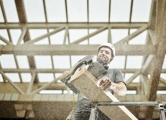 Austria, worker sawing wood - CVF00282