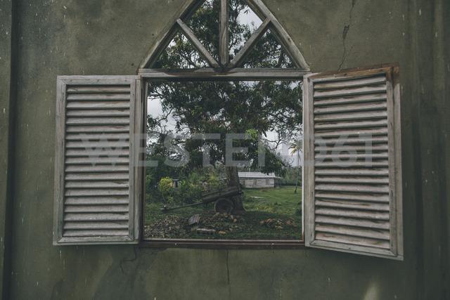 Cuba, Window in a wall looking into Alejandro de Humboldt National Park - GUSF00558