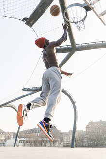 Basketball player in action on court - UUF13042