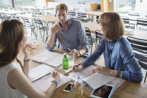 Business people talking in meeting in cafeteria - CAIF14959