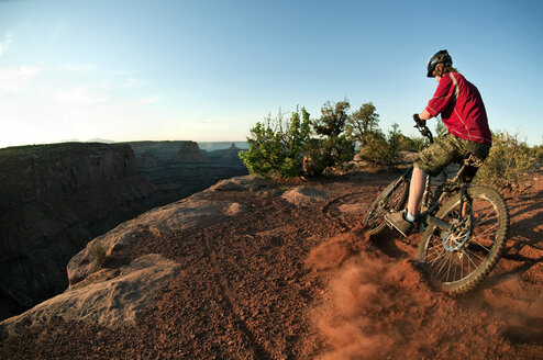 Man cycling on mountain against sky - CAVF06185