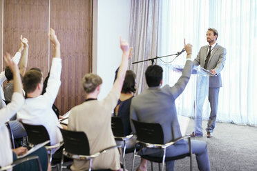 People at seminar raising hands to ask questions - CAIF15506
