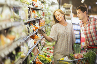 Couple shopping together in grocery store - CAIF15599