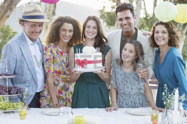 Family celebrating birthday with cake - CAIF16714 - Sam Edwards/Westend61