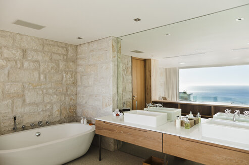 Modern bathroom with ocean view - CAIF17113