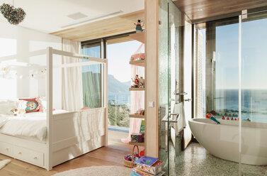 Child's bedroom with en suite bathroom - CAIF17119