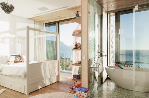 Child's bedroom with en suite bathroom - CAIF17119