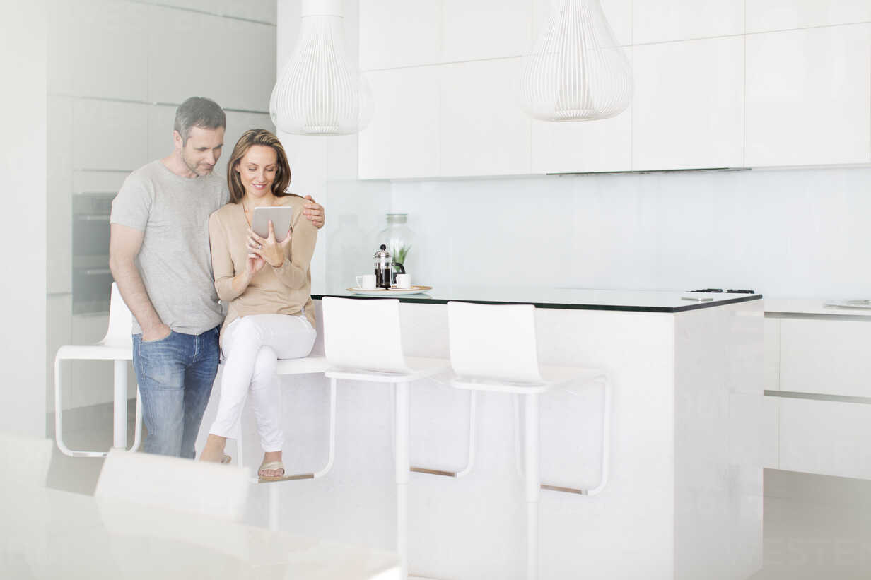 Couple using digital tablet in kitchen - CAIF17134 - Astronaut Images/Westend61