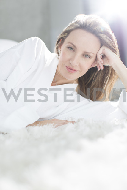 Woman in bathrobe laying on bed - CAIF17176 - Astronaut Images/Westend61