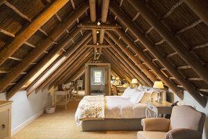 Luxury attic bedroom - CAIF17827