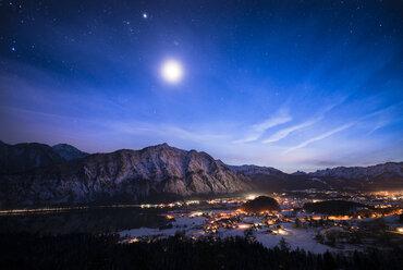 Austria, Salzkammergut, Steeg and Bad Goisern at night - STCF00472