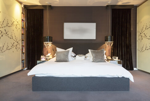 Lamps and wall art in modern bedroom - CAIF18902