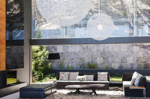 Modern living room - CAIF18980