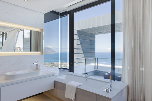 Bathroom in modern house - CAIF19046