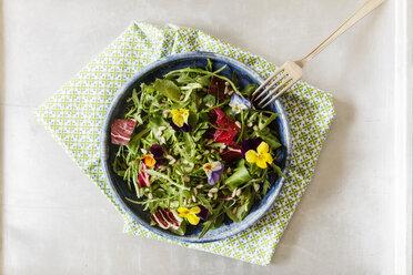 Bowl with salad, lamb's lettuce, rucola, radicchio and edible flowers - EVGF03322