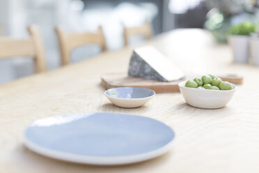 Still life cheese and green olives - CAIF20215