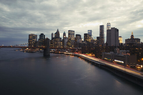 Brooklyn Bridge and illuminated city skyline at dusk - CAVF21244