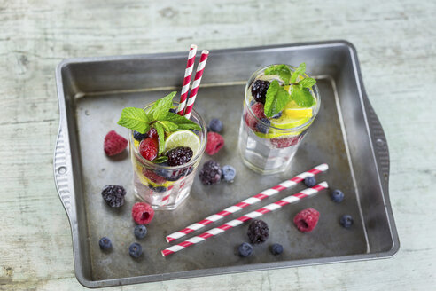 Infused water with fresh berries, raspberry, blueberry, blackberry, mint and lime - JUNF01025
